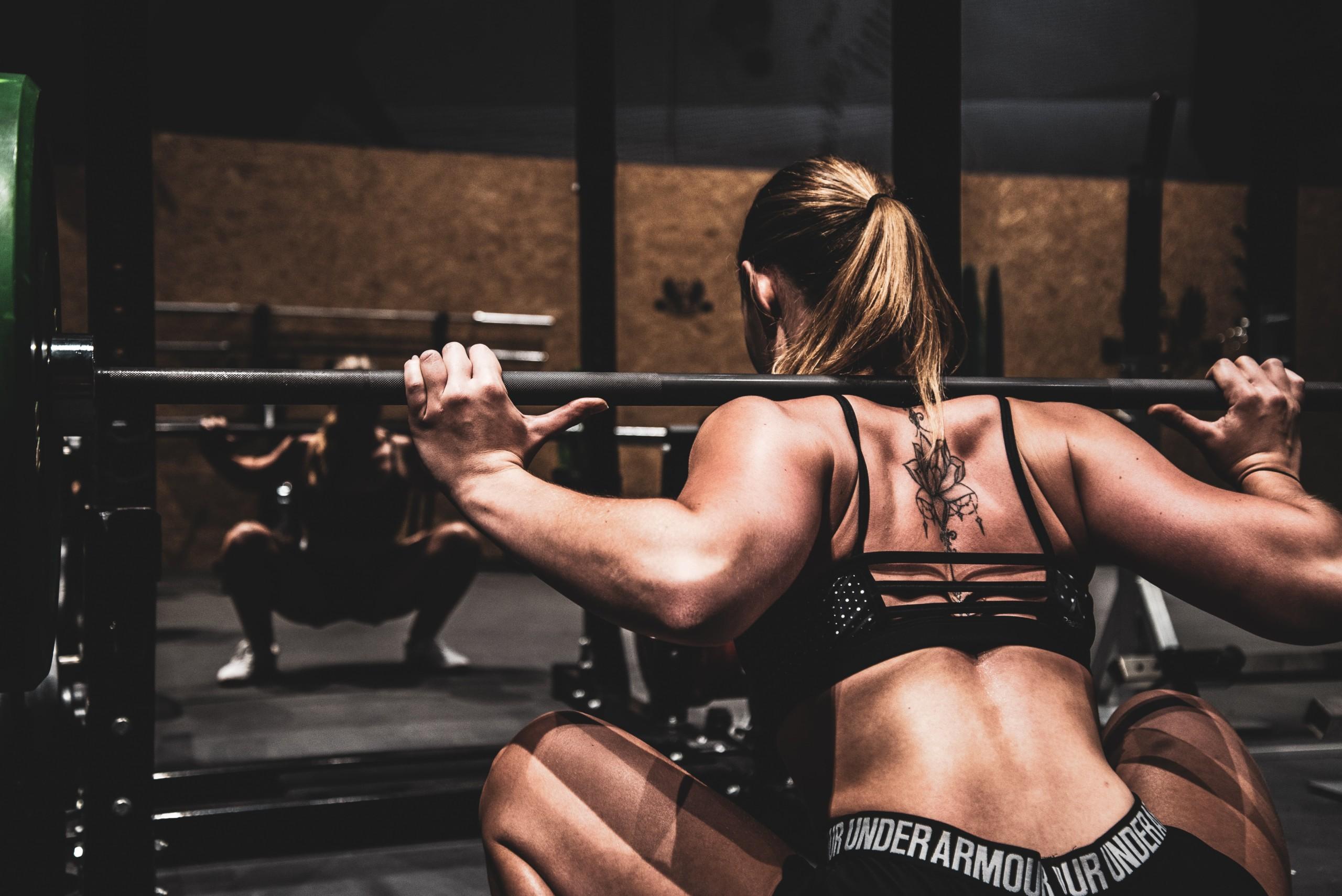 トレーナー直伝】スクワットのダイエット効果は抜群!おすすめする5つの理由 | RETIO BODY DESIGN