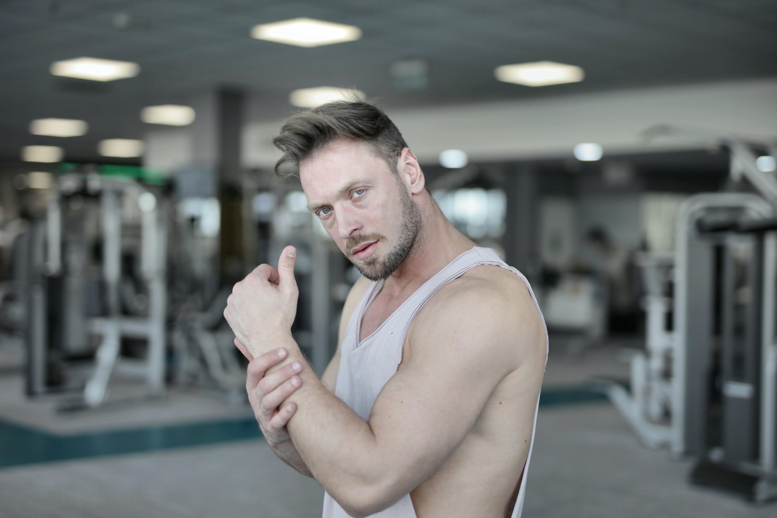 ジムトレーナー直伝】上腕二頭筋を鍛える筋トレ12選!効率良いトレーニング方法も解説   RETIO BODY DESIGN